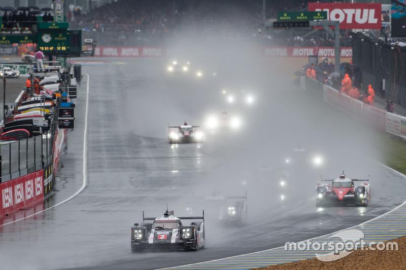 Arrancada con auto de seguridad: #2 Porsche Team Porsche 919 Hybrid: Romain Dumas, Neel Jani, Marc L