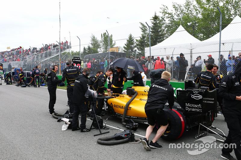 Кевін Магнуссен, Renault Sport F1 Team RS16, на стартовій решітці