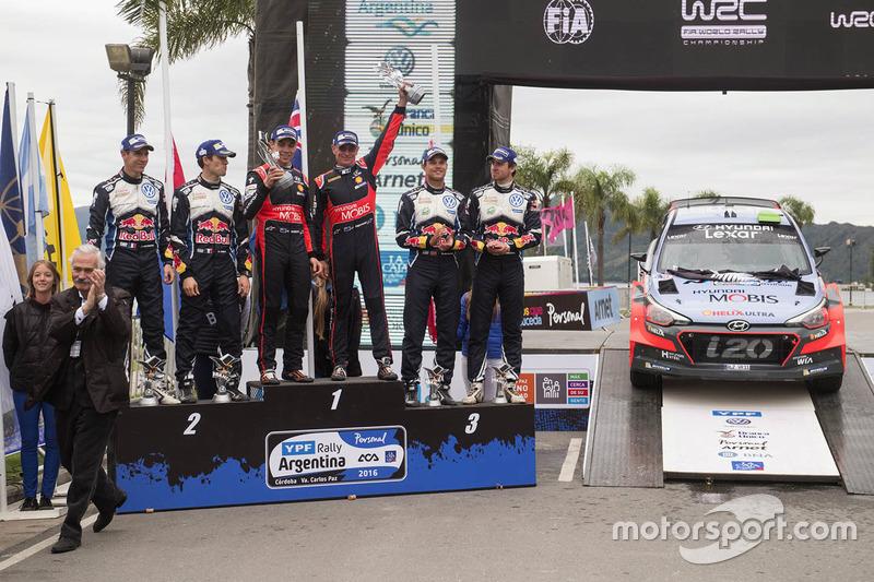 Podium: winners Hayden Paddon, John Kennard, Hyundai Motorsport, second place Sébastien Ogier, Julie