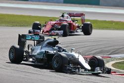 Nico Rosberg, Mercedes AMG F1 W07 Hybrid leads Kimi Raikkonen, Ferrari SF16-H