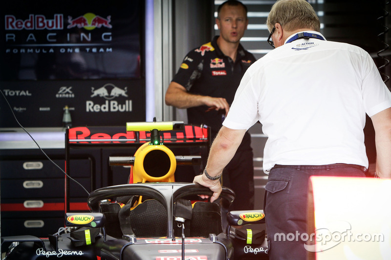 Halo cockpit cover on the Red Bull Racing RB12 of Max Verstappen,