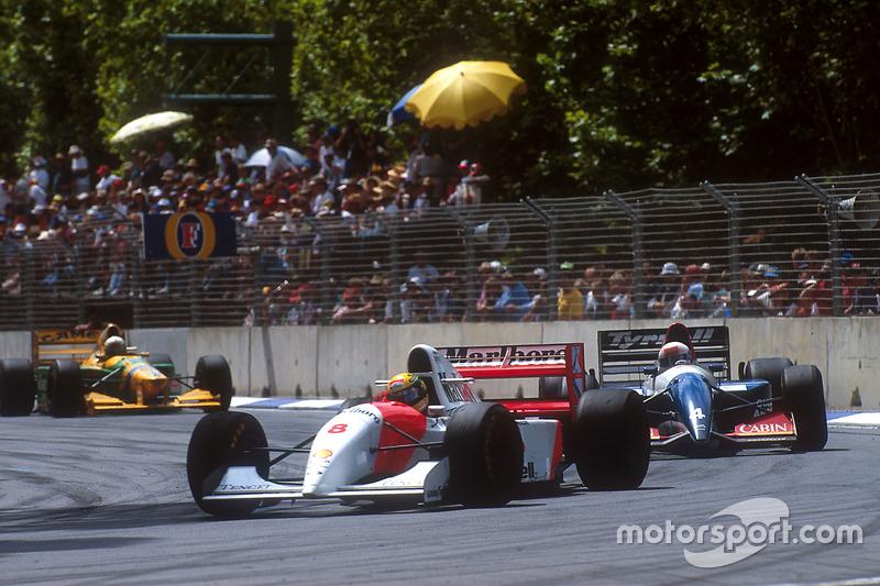 Ayrton Senna, McLaren prend un tour à Andrea de Cesaris, Tyrrell