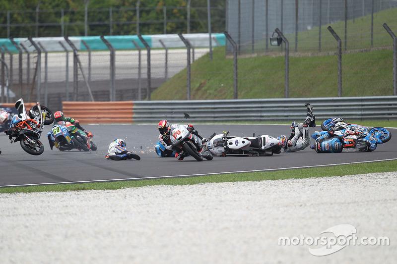 Philipp Öttl, Schedl GP Racing, Jorge Martin, Aspar Team Mahindra Moto3, Nicolo Bulega, Sky Racing Team VR46, Aron Canet, Estrella Galicia 0,0 crash