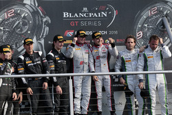 Podium: race winners Enzo Ide, Christopher Mies, second place Jules Szymkowiak, Bernd Schneider, third place Andy Soucek, Maxime Soulet