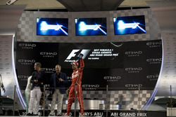 Podium: David Coulthard, Channel 4 F1, Martin Brundle, Sky Sports F1, Third place Sebastian Vettel, Ferrari