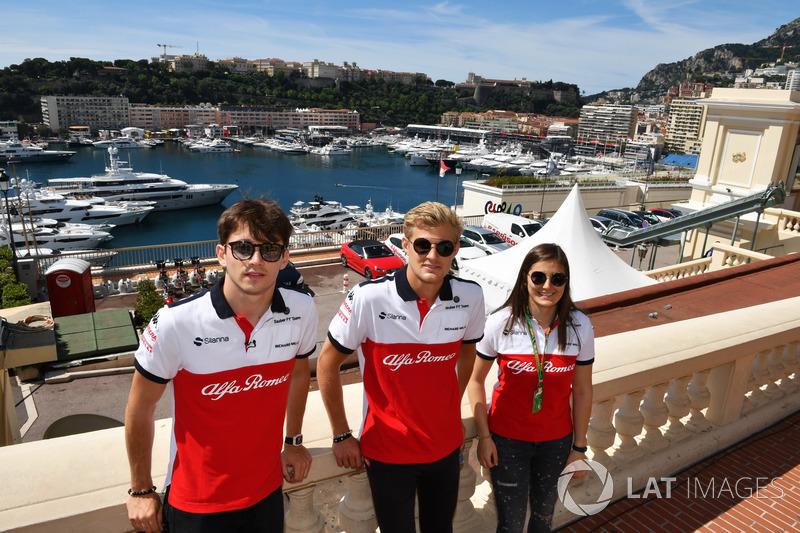 Charles Leclerc, Sauber, Marcus Ericsson, Sauber et Tatiana Calderon, pilote d'essais Sauber