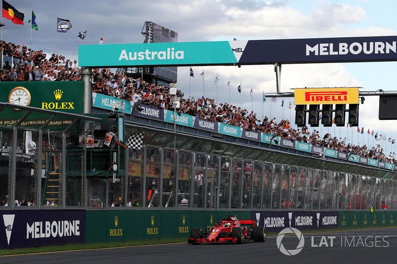 Vettel dan Ferrari merayakan kemenangan
