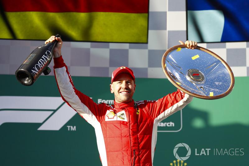 Podio: ganador de la carrera Sebastian Vettel, Ferrari,