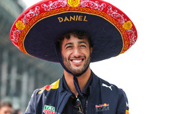 Daniel Ricciardo, Red Bull Racing on the drivers parade with Sombrero hat