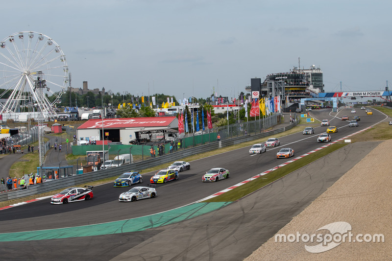Грант Супапхонгс, Чен Чан-Хонг, Артхит Руенгсомбоон, Toyota Gazoo Racing – Team Thailand, Toyota Corolla Altis (№122)