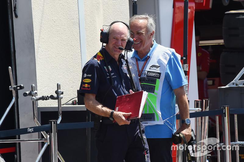 Технический директор Red Bull Racing Эдриан Ньюи и технический эксперт Motorsport.com Джорджо Пиола