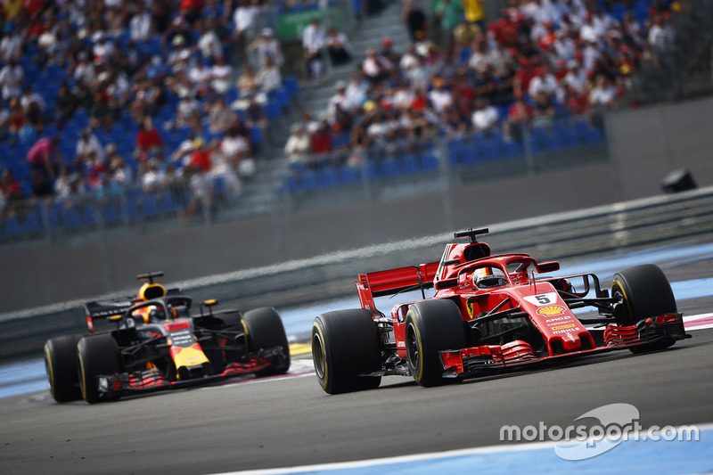 Себастьян Феттель, Ferrari SF71H, и Даниэль Риккардо, Red Bull Racing RB14