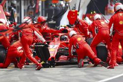 Kimi Raikkonen, Ferrari SF71H, pit stop