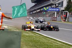 Mark Webber, Red Bull Racing RB5 y Fernando Alonso, Renault F1 Team R29