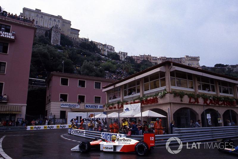 …а затем стал лучшим на разминке за несколько часов до старта. Тягаться с ним на сыром асфальте Монако было бесполезно.