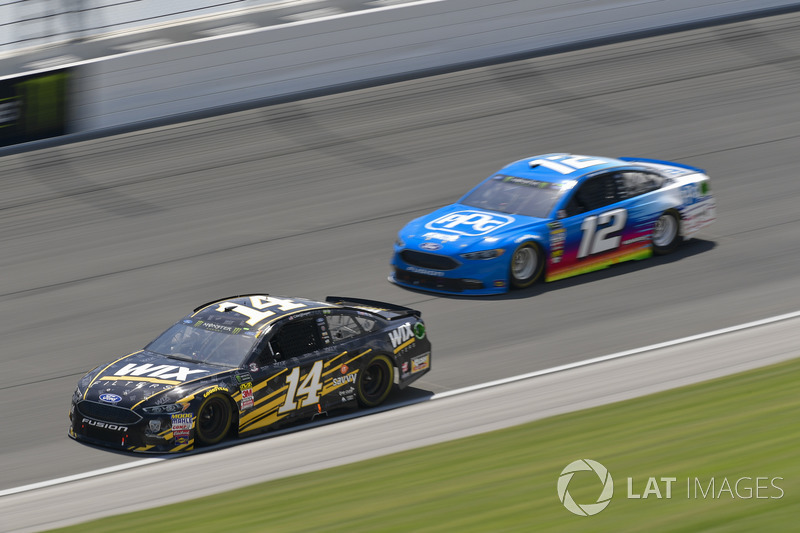 Clint Bowyer, Stewart-Haas Racing, Chevrolet Camaro WIX Filters, Ryan Blaney, Team Penske, Ford Fusion PPG