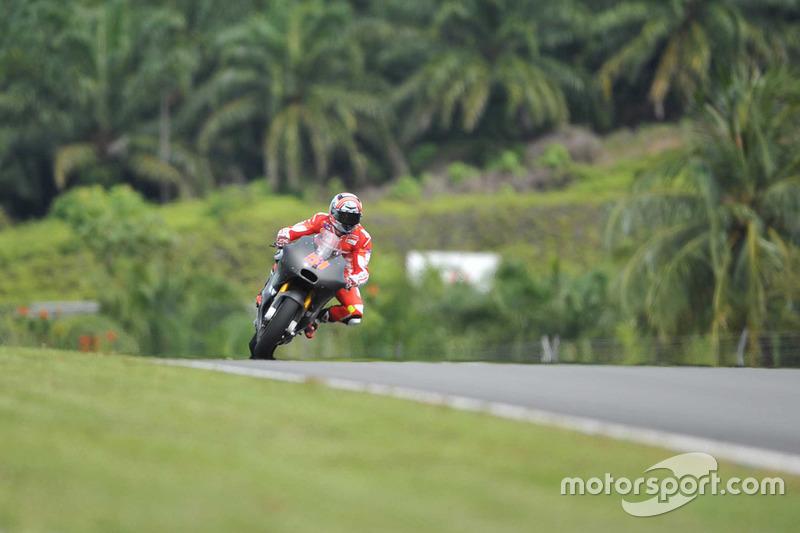 24º Michele Pirro (Ducati) 2:01.382 a 2.014