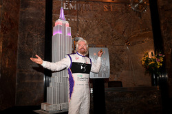 Richard Branson habla en un evento de prensa en Manhattan
