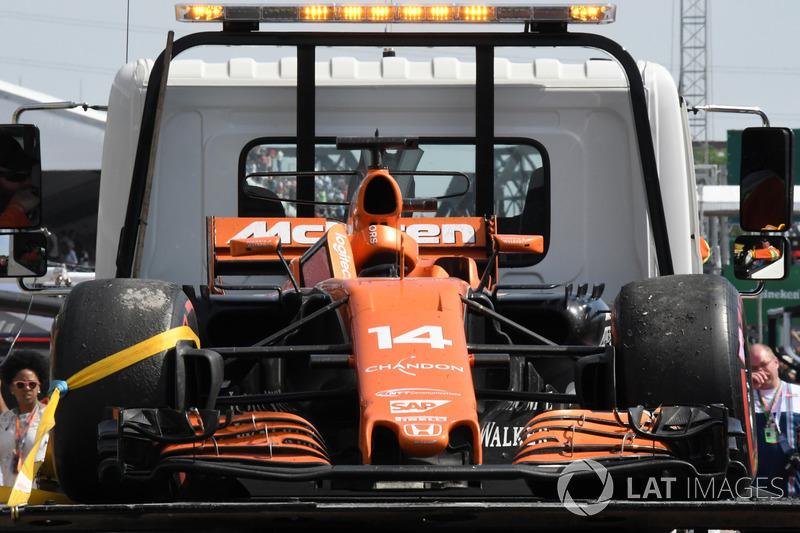 El coche de Fernando Alonso, McLaren MCL32, tras el abandono