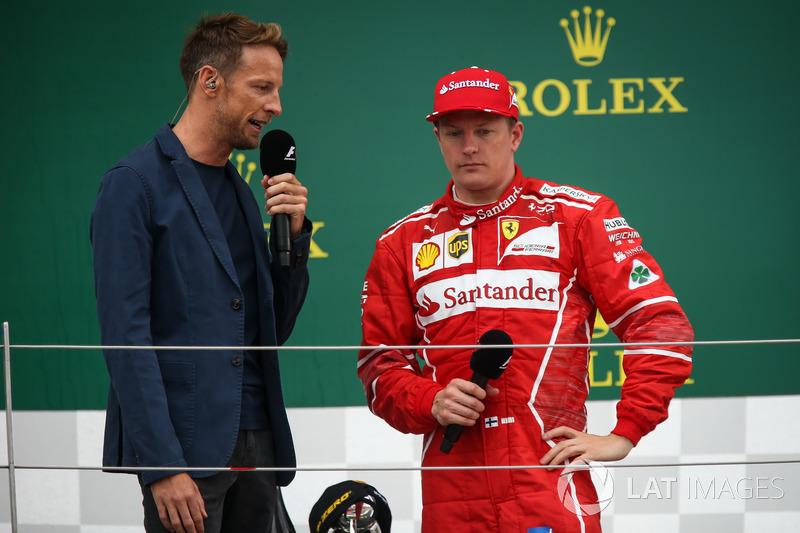 Jenson Button, McLaren y Kimi Raikkonen, Ferrari en el podio