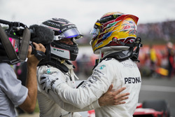 2. Valtteri Bottas, Mercedes AMG F1, ve Yarış galibi Lewis Hamilton, Mercedes AMG F1