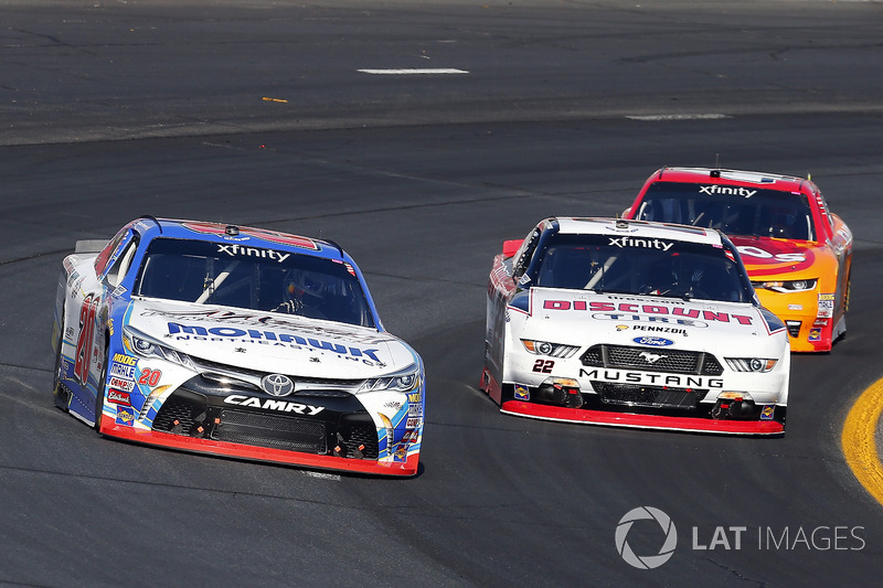 Ryan Preece, Joe Gibbs Racing Toyota y Brad Keselowski, Team Penske Ford