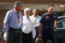 Chase Carey, Formula One Group Presidente con Bernie Ecclestone y Christian Horner, jefe de equipo R