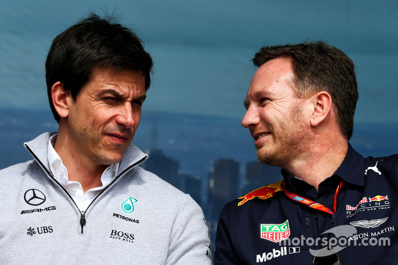 Toto Wolff, Mercedes AMG F1 con Christian Horner, Red Bull Racing