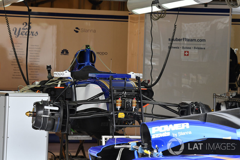 Sauber C36 у гаражі