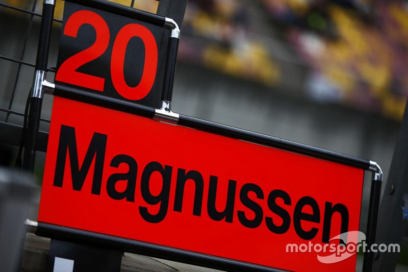 Boxentafel für Kevin Magnussen, Haas F1 Team