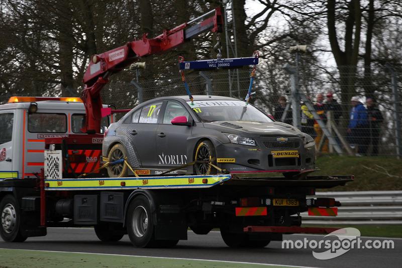 Dave Newsham, BTC Norlin Racing Chevrolet Cruze after his crash