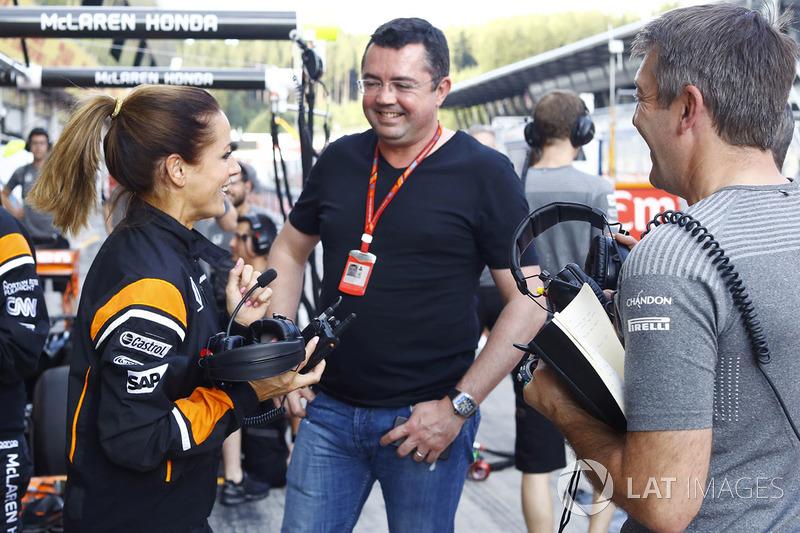 Ведущая телеканала Sky Sports Натали Пинкхэм и гоночный директор McLaren Эрик Булье