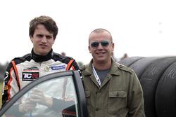 Гонщик Boutsen Ginion Racing Орельен Панис и его отец Оливье Панис