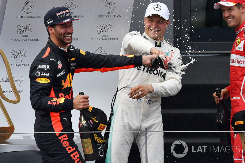 Подіум: переможець гонки гонки Валттері Боттас, Mercedes AMG F1, третє місце Даніель Ріккардо, Red B