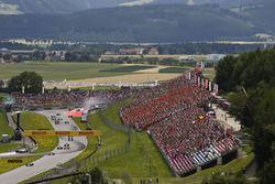 Valtteri Bottas, Mercedes AMG F1 W08, Sebastian Vettel, Ferrari SF70H, Daniel Ricciardo, Red Bull Racing RB13, Kimi Raikkonen, Ferrari SF70H y Romain Grosjean, Haas F1 Team VF-17. Behind, Daniil Kvyat, Scuderia Toro Rosso STR12. Max Verstappen, Red Bull Ra