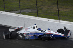 Helio Castroneves, Team Penske Chevrolet crash