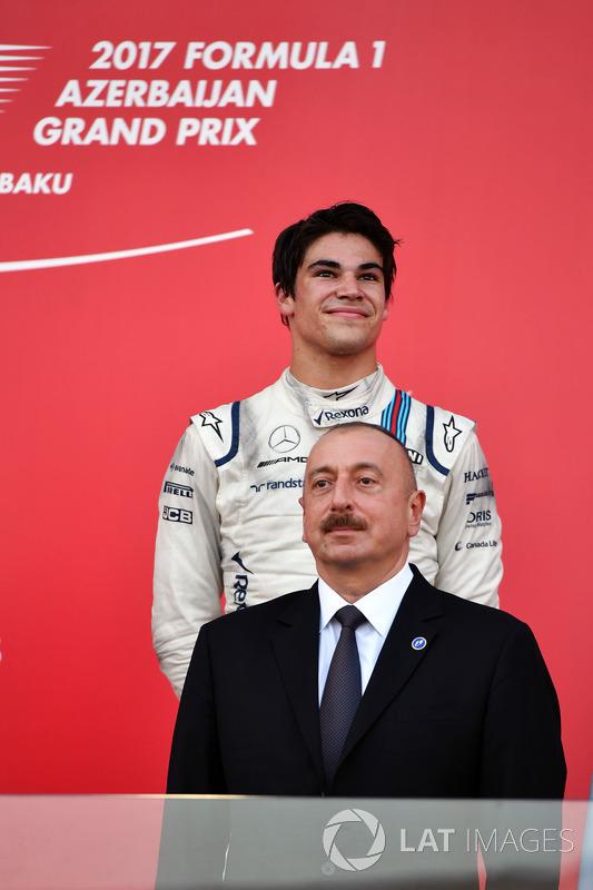 Podio: tercer lugar Lance Stroll, Williams, Illham Aliyev, Presidente de Azerbaiyán