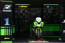 La moto de Kenan Sofuoglu, Kawasaki Puccetti Racing, blessé lors des qualifications