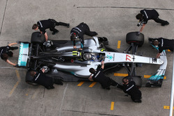 Valtteri Bottas, Mercedes AMG F1 W08, makes a stop during Qualifying