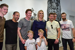 Josef Newgarden, Tony Kanaan, Scott Dixon, Marco Andretti, Conor Daly and James Hinchcliffe with Susie Wheldon and her sons Sebastian and Oliver