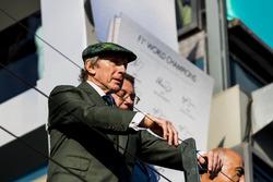 Sir Jackie Stewart en el podium