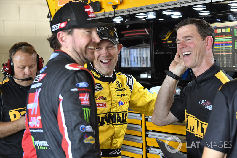 Kurt Busch, Stewart-Haas Racing, Ford; Matt Kenseth, Joe Gibbs Racing, Toyota; Jason Ratcliff