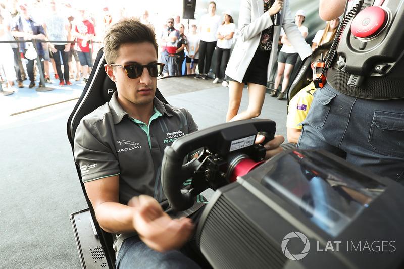 Mitch Evans, Jaguar Racing, durante la eRace