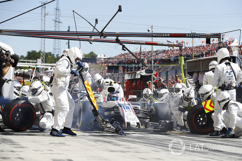 Lance Stroll, Williams FW40, pit stop