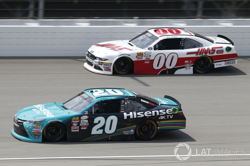 Денни Хэмлин, Joe Gibbs Racing Toyota и Коул Кастер, Haas Automation Ford