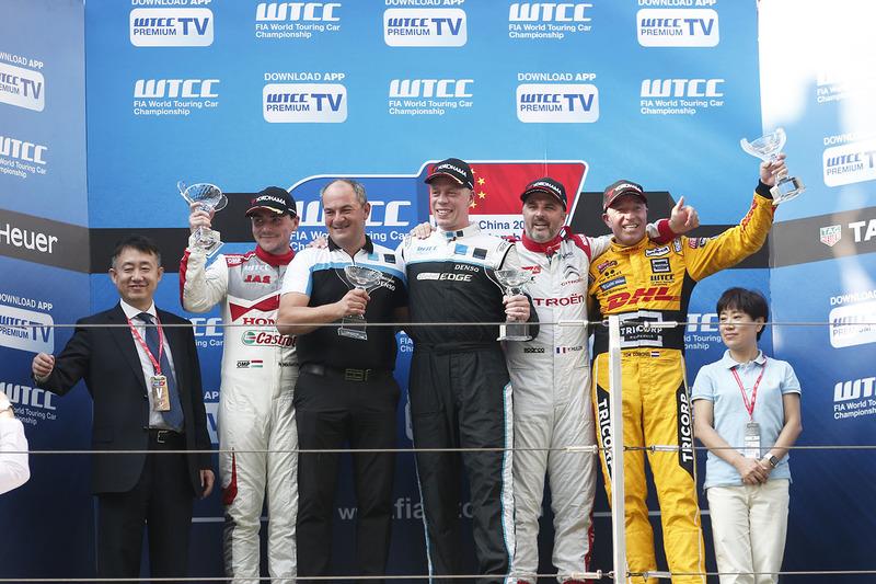 Podium: Sieger Thed Björk, Polestar Cyan Racing, Volvo S60 Polestar TC1; 2. Norbert Michelisz, Honda