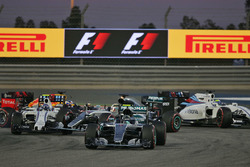Start action: Nico Rosberg, Mercedes AMG F1 Team W07, Valtteri Bottas, Williams FW38 and Lewis Hamilton, Mercedes AMG F1 Team W07 crash