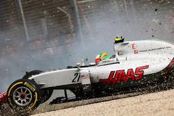 Unfall von Esteban Gutierrez, Haas F1 Team VF-16