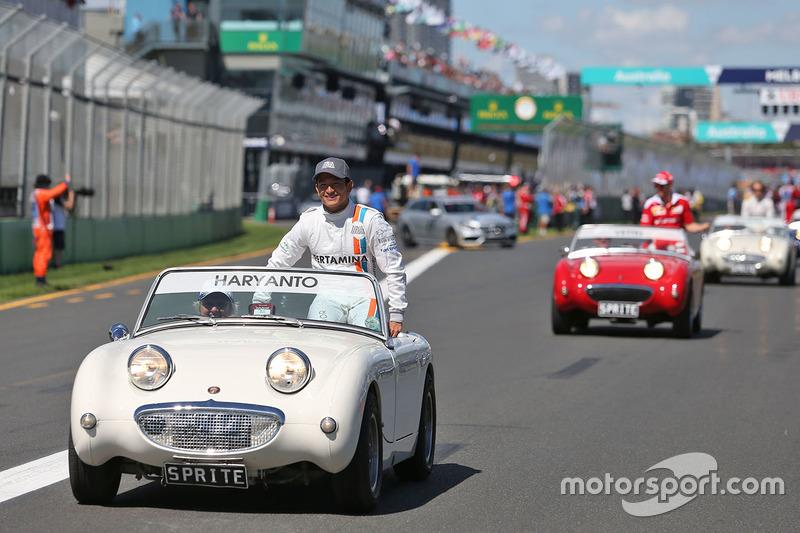 Rio Haryanto, Manor Racing on the drivers parade