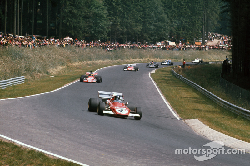 Jacky Ickx, Ferrari 312B2, devant Ronnie Peterson, March 721G Ford; Clay Regazzoni, Ferrari 312B2; Emerson Fittipaldi, Lotus